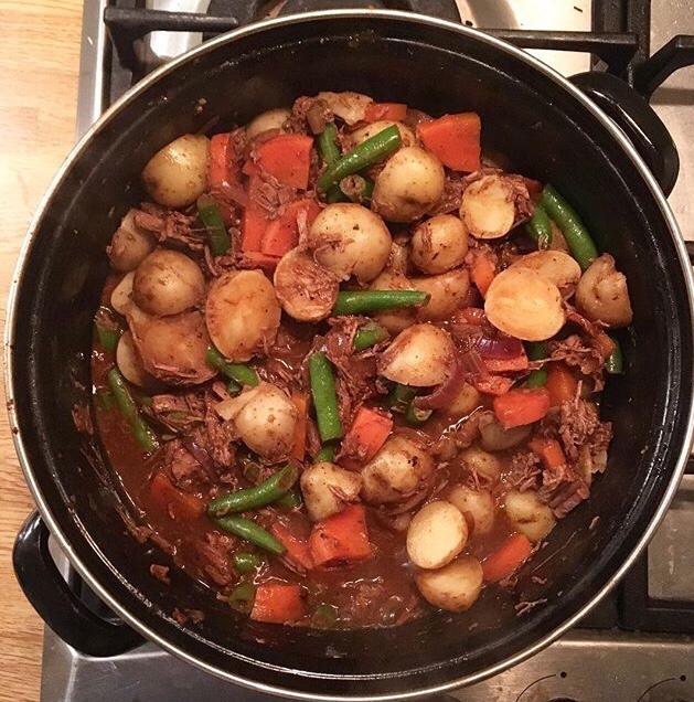Hollandse runderstoof: op zondag maak ik altijd graag draadjesvlees. Je hebt er even een paar uurtjes voor nodig, maar dan ís het me toch ook lekker!