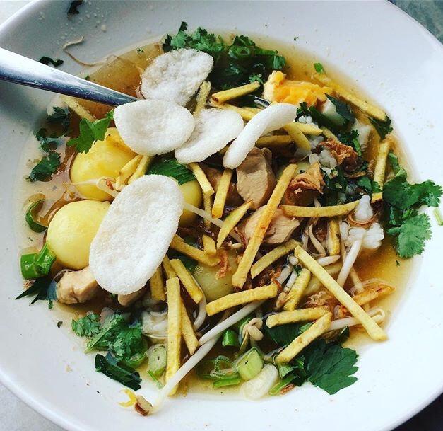 Soto ajam: de lekkerste Surinaamse kippensoep maak je gewoon zelf. Genoeg voor een hele tafel aan eters!