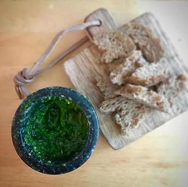Homemade groene pesto (pesto genovese): pesto uit een potje? Nooit weer als je hem eens zelf hebt gemaakt!