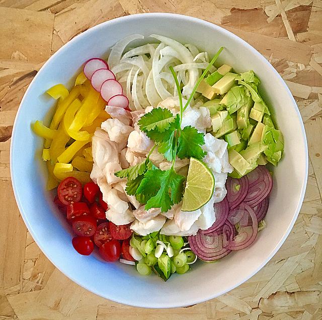Ceviche: in zuur gegaarde vis met allemaal lekkere groenten. Klinkt gek, is dus echt heel erg lekker!
