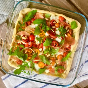 Plaattaartje caprese met parmaham en rucola: een plaattaartje op z'n Italiaans. Even in de oven en smullen maar!
