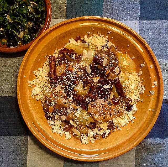 Zoete kiptajine met peer & oranjebloesem: rechtstreeks in Noord-Afrikaanse sferen met deze heerlijke stoofpot. Laat je verrassen door oranjebloesemwater!