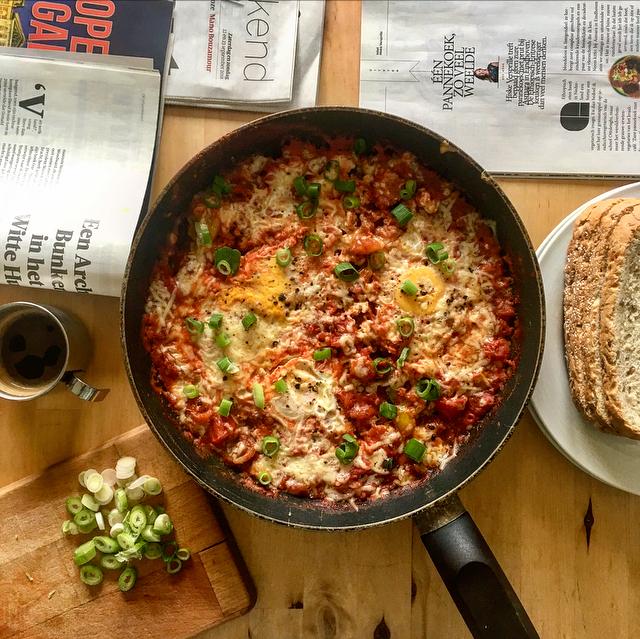 Breakfast shakshuka: shakshuka als ontbijt is het perfecte weekendvoer. Eieren en tomaat in yummy goodness: beetje brood erbij en je bent klaar!