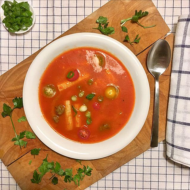 Verse tomatensoep: het beste uit de Hollandse keuken met verse tomaten. Maak 'm zelf met tomaten uit blik - superyummy!