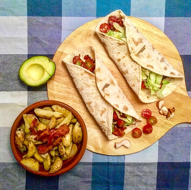 Club sandwich wraps: een klassieke club sandwich, maar dan in een wrap. Lekker als lunch of met aardappeltjes erbij als avondeten!