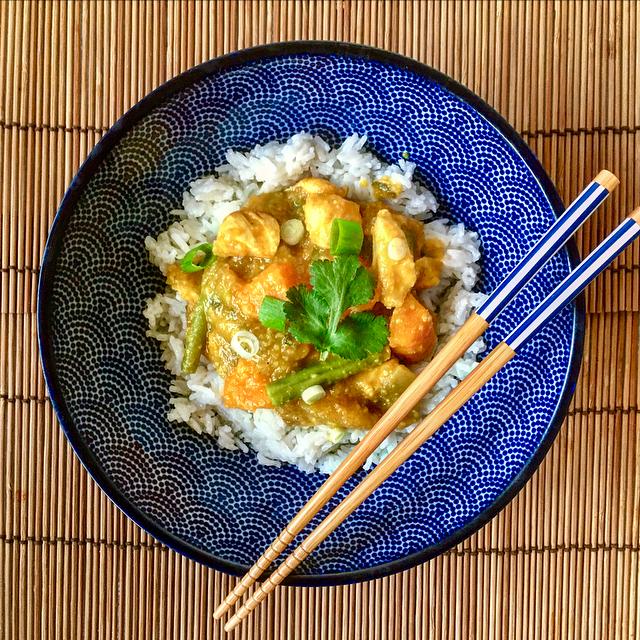Asian stew met kip, mango & pompoen: verrassende zoete curry met zachte smaken en lekkere groenten. Hoera voor mango!
