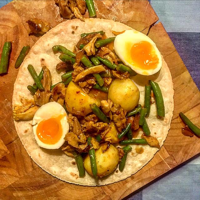 Surinaamse roti: het beste uit de Surinaamse keuken in een pannenkoekje. Probeer dit lekkere gerecht eens zelf te maken!