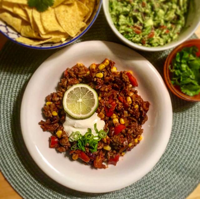 Chili con carne: de klassieke Mexicaanse schotel die het állerlekkerste is zonder pakjes en zakjes!
