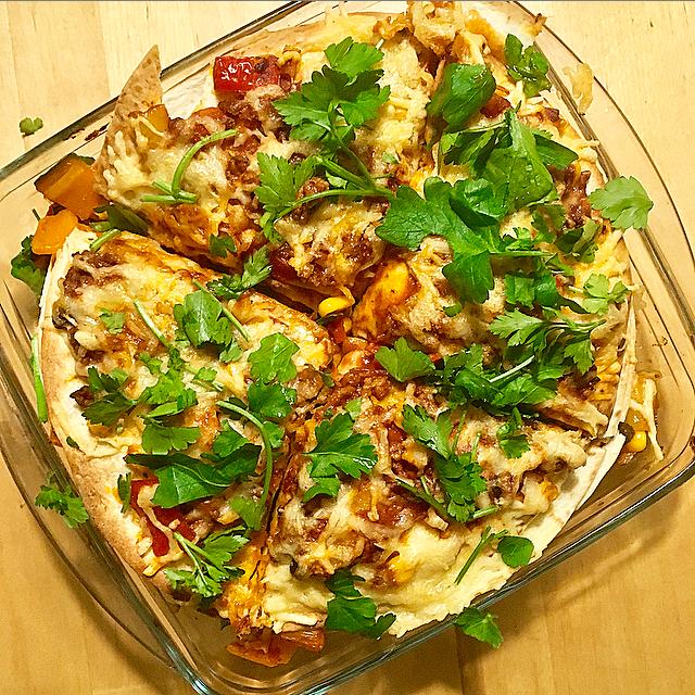 Tortillataart: de ultieme mix tussen Mexicaanse tortilla's en Italiaanse lasagne. Zó simpel en toch zó lekker!