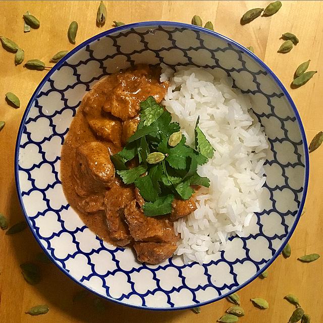 Butter chicken: één van de betere milde curry's uit de Indiase keuken. Ontdek de fanstische smaak van kardemom met creamy kip!