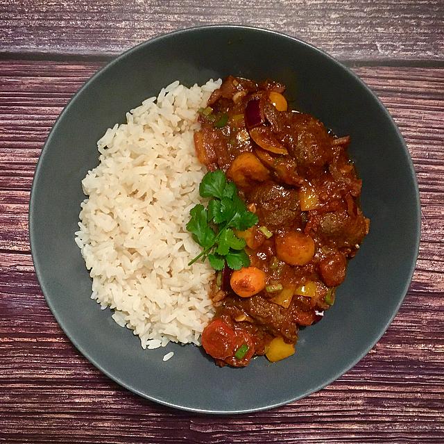 Meatball rogan josh: de lekkerste Indiase curry, maar dan met gehaktballen in plaats van lamsvlees. Smullen gegarandeerd!