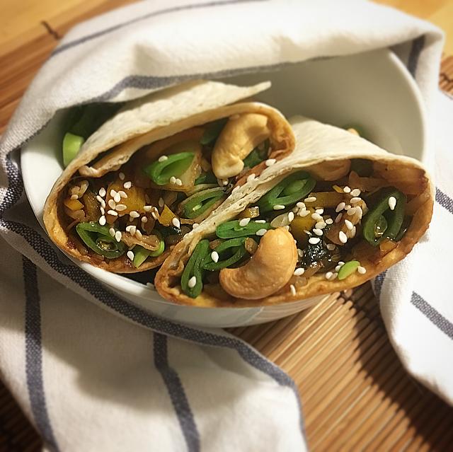 Aziatische wraps: een hele lekkere combo tussen Japanse wok en Mexicaanse wraps. Dit moet je eens proberen!