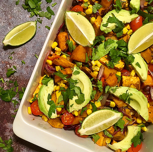 Mexicaanse vega-schotel: deze kleurrijke vega ovenschotel zal je versteld doen staan van de Mexicaanse keuken. Wat een smaken!