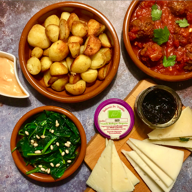 Tapas avg'tje: tapas op z'n Hollands! Geef een Spaans tintje aan je aardappels, groente, vlees. Fiesta gegarandeerd!