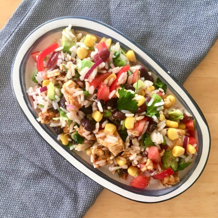Mexicaanse rijstsalade: al het goede van Mexico in een koude salade met rijst. Dat wordt smullen!